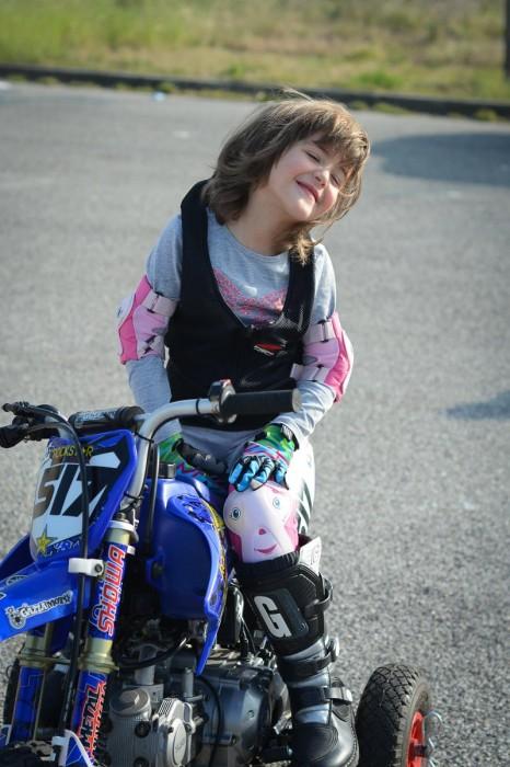 Livia på motorsykkel