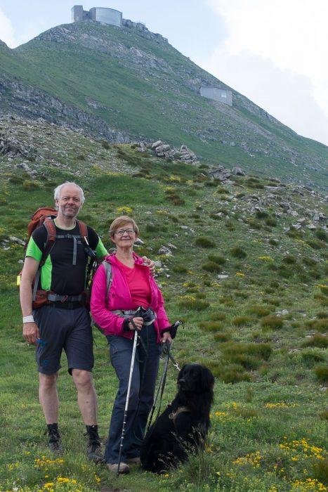 Sissel og Tage, sammen med Geco, ved foten av monte Cimone