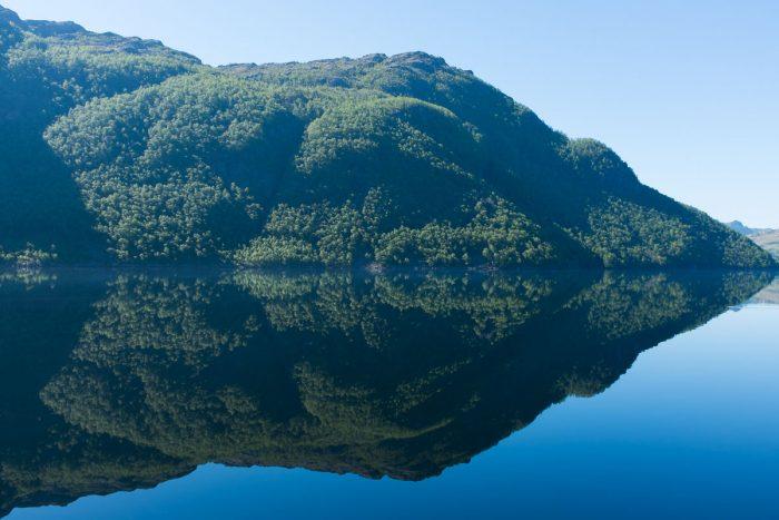 Sjøen heter Hofreistæ (sier Google maps).